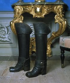 Kragstövlar som tillhört Erik Brahe, 1740-1756 cirka - Skoklosters slott 17th Century Fashion, 18th Century Clothing, British Army Uniform, Frederick The Great, Gothic Aesthetic, Historical Clothing, Rubber Rain Boots, Knee Boots, Footwear