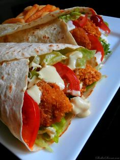 Sweet Side: Tortilla with Crispy Chicken and Honey-Mustard Sauce - Jedzenie - Makaron Honey Mustard Sauce, Crispy Chicken, Food Cravings, Street Food, Food And Drink, Meals, Cooking, Ethnic Recipes, Sweet