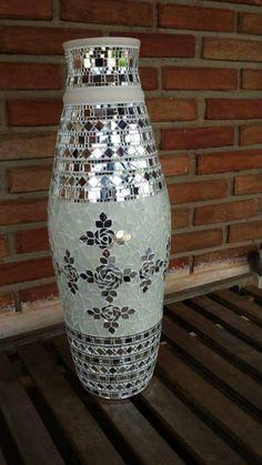 Vaso de cerâmica, feito em mosaico de vidro e espelho!
