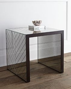 H7LJF Regina-Andrew Design Megan Mirrored End Table