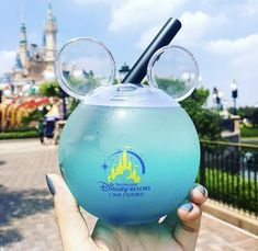 - New Ideas Disney Desserts, Disney Drinks, Disney Cups, Comida Disneyland, Best Disneyland Food, Disneyland Secrets, Disneyland Paris, Disney World Essen, Disney World Food