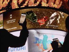 Personaliza tu bufanda Burberry con animaciones 3D