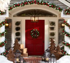 Uplift the décor of your porch with these chic Christmas porch decoration ideas. The outdoor Christmas décor inspiration in the gallery offers inputs for a complete porch Holiday makeover. Merry Little Christmas, Noel Christmas, Winter Christmas, Christmas Wreaths, Christmas Design, Christmas Entryway, Pottery Barn Christmas, Exterior Christmas Lights, Magical Christmas
