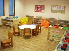 Modern Montessori International: Montessori Classroom