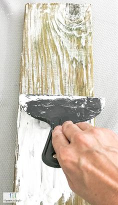 Learn how to create that weathered barn wood look with new wood. This is such a simple tutorial to make new wood look aged with just a few materials. home diy DIY Weathered Barn Wood look Barn Wood Projects, Furniture Projects, Diy Furniture, Barn Wood Decor, Furniture Makeover, Barn Wood Crafts, Barn Wood Signs, Rustic Crafts, Wooden Crafts