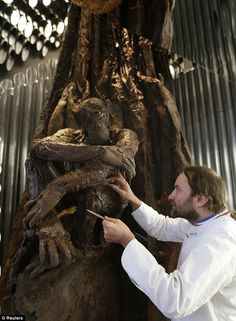 You expect to find gourmet delights in Paris. But even by the high standards of the French capital, a tree sculpture made entirely from chocolate is a little unusual. Chocolate Tree, Chocolate Gifts, Chocolate Lovers, Food Sculpture, Tree Sculpture, British Candy, British Chocolate, Creative Food Art, Chocolate Sculptures