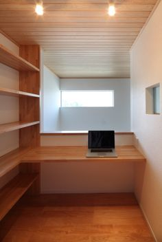 Compact House, Small Home Offices, Minimalist Room, Japanese House, Reading Room, Being A Landlord, Home Renovation, Diy Furniture, Sweet Home