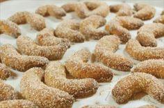 Show details for Recept - Špaldovo - oříškové rohlíčky Krispie Treats, Rice Krispies, Thing 1, Cupcake Cookies, Gingerbread Cookies, Desserts, Food, Gingerbread Cupcakes, Tailgate Desserts