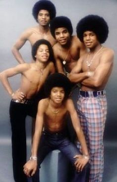 Jackson 5 Tell Me Again How Michael Jackson Suffers From Vitiligo?<< It didn't start to show up until he was older, damn ignorant. Jackson 5, Paris Jackson, Michael Jackson Story, Jackson Family, Jackie Jackson, Jermaine Jackson, Girl Bands, Boy Band, Lisa Marie Presley