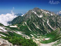 雲を貫く夏の剱岳