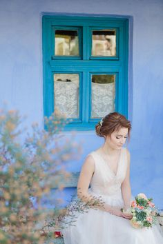 Beautiful bride with blue back drop - Stefan Fekete Photography Destination Weddings in Greece and Europe Blush Pink Wedding Dress, Bridal Bouquet Pink, Blush Pink Weddings, Bridal Flowers, Wedding Dresses, Autumn Wedding, Chic Wedding, Wedding Day, Flower Bouquets