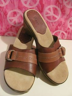 BASS WOMENS LEATHER    SLIDE SANDALS    SIZE 6M    MINT CONDITION FOR    PREOWNED    SMALL STAIN ON    HEEL LABEL    DOES NOT EFFECT    THE WEAR OF THE SHOE    CUTE BUCKLE    2.5 IN HEEL    CHECK OUT PICS    VERY COMFY  SUPER CUTE    VERY STYLISH    WONDERFUL ADDITION    TO YOUR WARDROBE