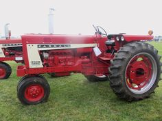 International Tractors, International Harvester, Tractor Pictures, Farmall Tractors, Red Tractor, Ih, Tricycle, Farming, Classic