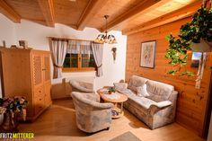 Wohnzimmer im Tiroler Stil mit viel Holz.  www.mitterer.at