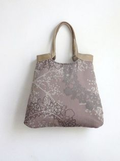 Bekijk dit items in mijn Etsy shop https://www.etsy.com/listing/81773304/taupe-carry-on-tote-bag-with-burlap