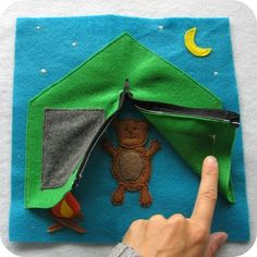 The sweetest little felt books I've ever seen.  I'm definitely going to try some of these.