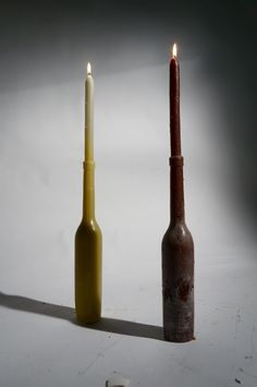 'Brandewyn', literally translated to 'Burning Wine.' Some products belong together even though the original function served for another purpose. When you merge the two separate products into one material their relationship towards each other becomes clear. The 'Brandewyn' is made completely out of candle wax, has a burning time of 80 hours and is available in a variety of colors. Produced by Puik Art