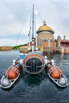 https://flic.kr/p/JivEwf | Yacht type - ヨット型 | 東京ディズニーシー乗り物シリーズ。  空に向かって伸びるマストがまるでヨットのような潜水艇。「Dr.スランプ アラレちゃん」の作者、鳥山明の作品に出てきそうなデザインですね。  CANON EOS 7D + TOKINA AT-X 107 DX Fisheye  #TokyoDisneySea #TokyoDisneyResort #手持ちブラケット