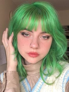 Neon Green Hair, Green Hair Colors, Hair Dye Colors, Cool Hair Color, Girl With Green Hair, Short Green Hair, Dye My Hair, New Hair, Underdye Hair