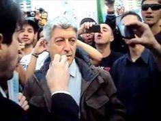 Caco Barcellos (repórter da Globo) é expulso de Protesto em SP. - YouTube