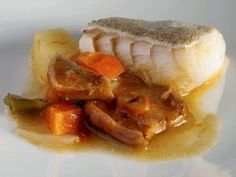 Una receta de pescado para chuparse los dedos: bacalao con níscalos y verduras