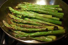Quick, basic technique for stovetop asparagus Asperigus Recipes, Honey Recipes, Side Dish Recipes, Veggie Recipes, Healthy Recipes, Sauteed Asparagus Recipe, Grilled Asparagus Recipes, Oven Roasted Asparagus, Fresh Asparagus
