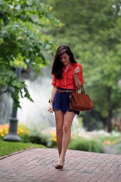 this may be one of my favorite Sarah Vickers looks... EVER! i love the lace skirt and the color combo <3