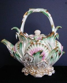 Coalbrookdale Teapot, Signed, John Rose Coalport, Antique 19th century, English. It was made during the John Rose period of the Coalport company, c.1820-1830..