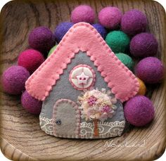 Casita rosa, via Flickr. Cute felt house  Would make cute Christmas Ornament with these or other colors of felt