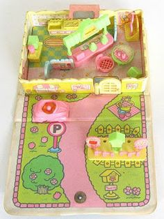 This is a photo of the Koeda ice cream parlor playset closed. It is made of vinyl and apparently well-made, the snaps still hadn't come off. 1980s Childhood, 90s Toys, Dollhouse Toys, Japanese Toys, Vintage Toys, Nostalgia, The Past, Girly, Kawaii