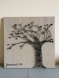 inserzione di Etsy su https://www.etsy.com/it/listing/195842571/flower-tree-string-art-with-bible-verse