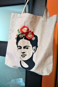 Frida Kahlo bag with embridery от Kristelita на Etsy Diy Tote Bag, Reusable Tote Bags, Cloth Bags, Doll Patterns, Canvas Tote Bags, Hand Embroidery, Screen Printing, Creations, Hand Painted