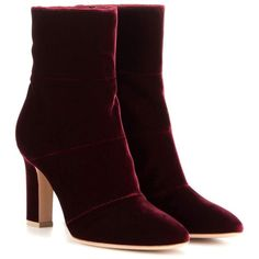 Gianvito Rossi Velvet Ankle Boots (9,985 EGP) ❤ liked on Polyvore featuring shoes, boots, ankle booties, ankle boots, bota, purple, gianvito rossi, velvet booties, short boots and purple boots
