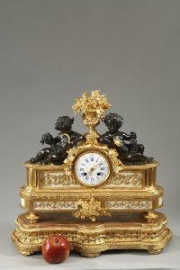 Pendule-en-bronze-et-marbre-au-sujet-allgorique-1652_200x300