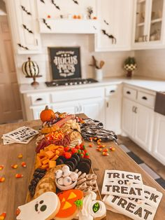 Halloween Punch, Halloween Inspo, Halloween Festival, Halloween Cupcakes, Halloween Party Decor, Halloween Season, Halloween House, Holidays Halloween, Halloween Treats