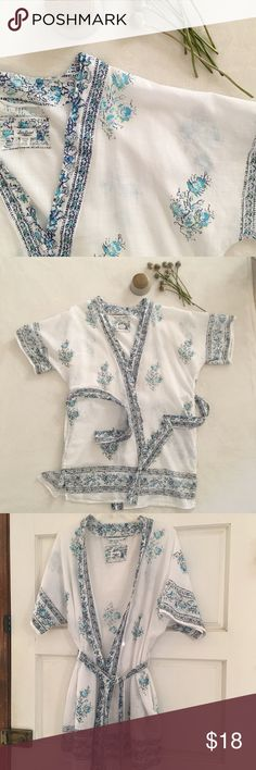 Lucky Brand Cotton Robe Lucky Brand light weight cotton kimono style short robe. Blue and white floral print with side pockets perfect for summer or the spa! Lucky Brand Intimates & Sleepwear Robes