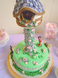 Super cute Rapunzel party/cake