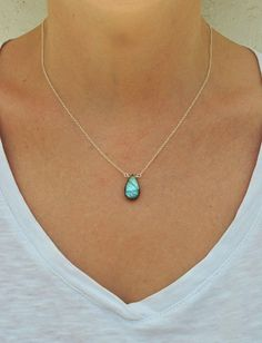 Dainty Labradorite Necklace  #jewelry #necklace #iridescentnecklace #sterlingsilver #genuinelabradorite #daintylabradorite #uniquelabradorite #healingcrystaldrop #labradoritenecklace