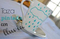 taza pintada con nubes