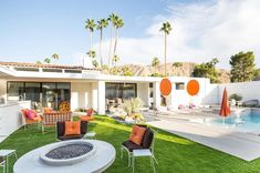 How to Get the Midcentury Moroccan Look Design Trend-Setters are Coveting It's Modernism Week in Palm Springs, a time capsule of California-past. Modernism Week is a time for celebrating the archit… Palm Springs Häuser, Palm Springs Style, Indoor Outdoor Living, Outdoor Spaces, Outdoor Ideas, Backyard Ideas, Garden Ideas, Backyard Pools, Outdoor Seating