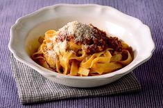 Recipe for Fettuccine With Pork Ragù : La Cucina Italiana Fettuccine Pasta, Linguine, Italian Pasta Recipes, Italian Foods, Pork Ragu, Ragu Recipe, Italian Pastries, Red Sauce, Eat To Live