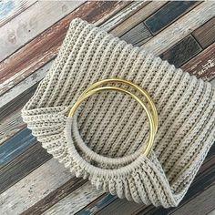 Marvelous Crochet A Shell Stitch Purse Bag Ideas. Wonderful Crochet A Shell Stitch Purse Bag Ideas. Crochet Diy, Crochet Tote, Crochet Handbags, Crochet Purses, Crochet Shell Stitch, Crochet Stitches, Crochet Patterns, Tote Pattern, Purse Patterns