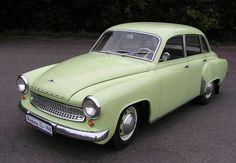 """https://upload.wikimedia.org/wikipedia/commonsWartburg 311 Ten jsem měl (1956). V roce 1991 najeto 26 000 km, říkali jsme mu """"Parník"""". Byl jako nový a ukradli mi ho."""