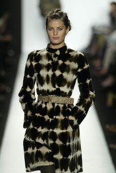 Ikat Dress, elegant. มัดหมี่ไทย.... ก็น่าจะทำได้เช่นกัน ^^