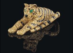 Stunning Cartier tiger jewelry bought by Edward VIII for wife Wallis Simpson goes on sale for £1.5 million.  Thebejewelled tigers were made by Cartier out ofonyx, diamond and emerald