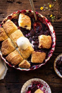 Blackberry Lavender Cobbler with Cream Cheese Biscuits Cream Cheese Biscuits, Buttery Biscuits, Köstliche Desserts, Delicious Desserts, Dessert Recipes, Plated Desserts, Fruit Cobbler, Blackberry Cobbler, Cobbler Recipe
