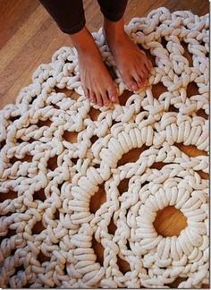 Crochet rug, Bah Humbug! Why are there no patterns or tutorials for these~! ... Hmm, I bet a normal crochet doily pattern is really all it takes, huh? Either way, must make!