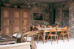 La casa encendida: Rústica y confortable entre las sierras  Piedra y madera le dan un toque rústico a esta casa sumamente coqueta.         Foto:Living           /Santiago Ciuffo