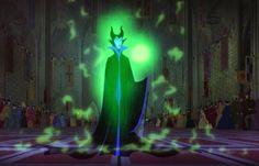 Los PODERES DE #Maléfica, son los más poderosos de cualquier villana de Disney! Ella hizo que un hechizo de sueño valla en CONTRA DE Aurora, y que ningún poder en toda la tierra lo pudiera detener a su PODER MALÉFICO y luego pensó dos veces y la quiso ayudar a AURORA, pero recordó:ningún poder en toda la tierra lo pudiera detener a su PODER MALÉFICO.