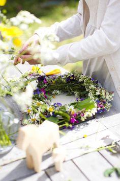 Fyra årstider - mitt liv på landet: Midsommar i Dalarna  Summer Flower wreath